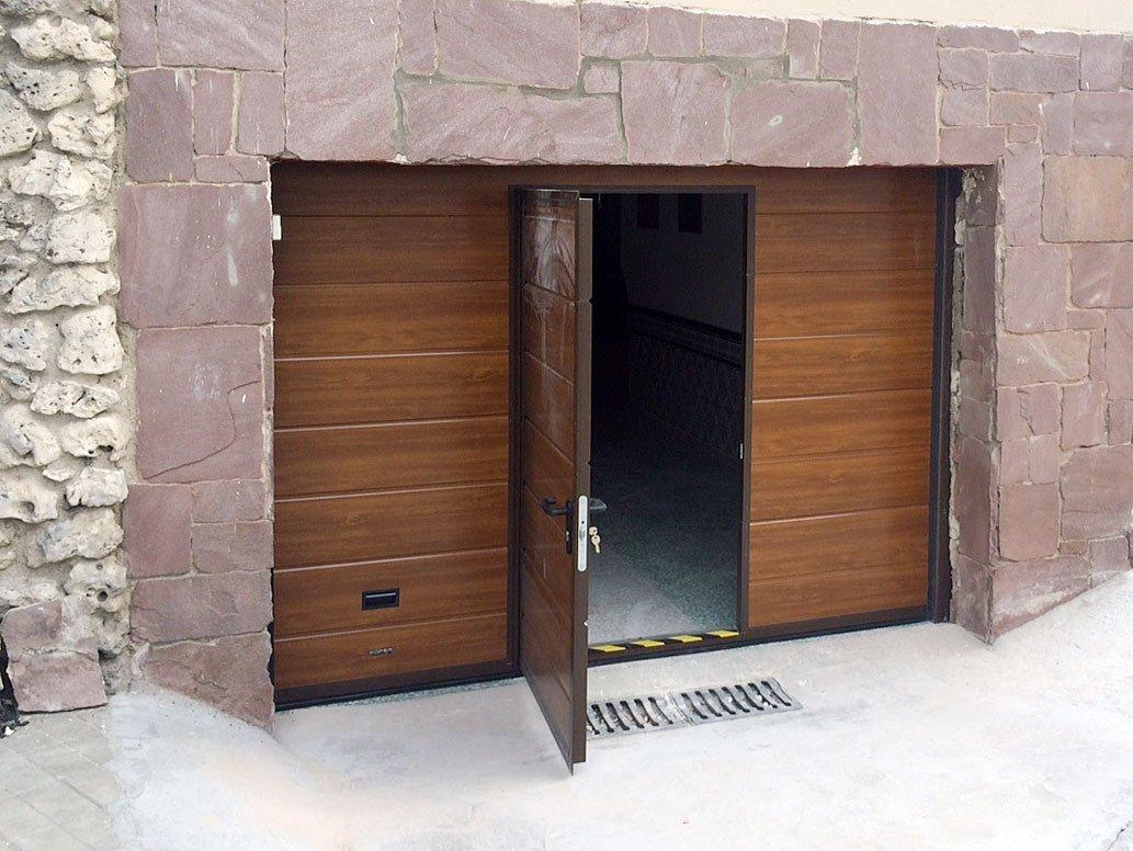 Puertas de garaje persysol soluciones profesionales - Puertas de garaje de madera ...