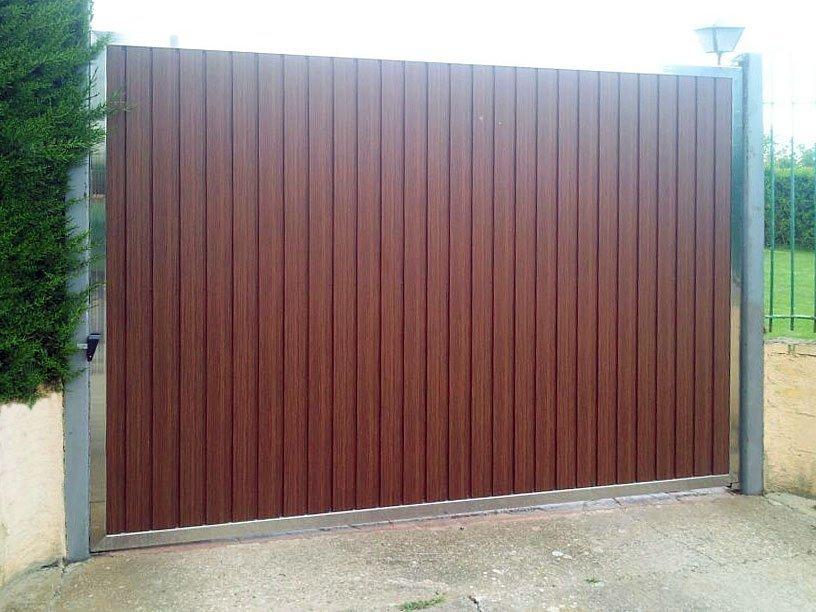 Puerta corredera garaje top motor de corredera instalado for Puerta corredera aluminio exterior