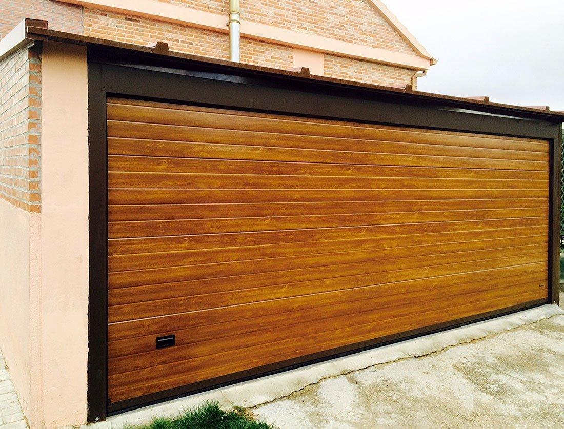 Seccional madera persysol soluciones profesionales - Puertas de garaje de madera ...
